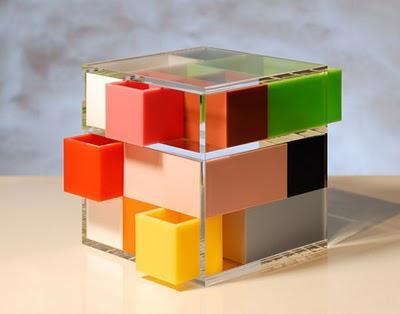 Plexiglas e cannucce per mobili funny tech paperblog - Mobili in plexiglass ...