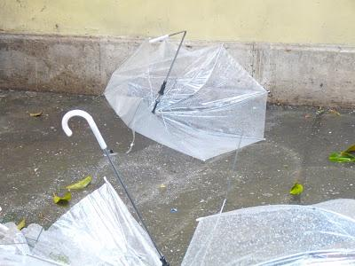 Tram ombrelli rotti e camioncini lego istanbul sotto la for Sotto la pioggia ombrelli