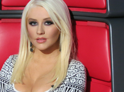 Look: Christina Aguilera purple smokey eyes natural lips