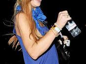 Lindsay Lohan brava Coachella Festival 2012: beve acqua Evian