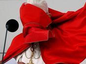 Papa Benedetto nelle foto strane