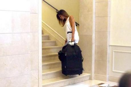 Belen rodriguez torna a casa tutta sola paperblog for Belen casa milano
