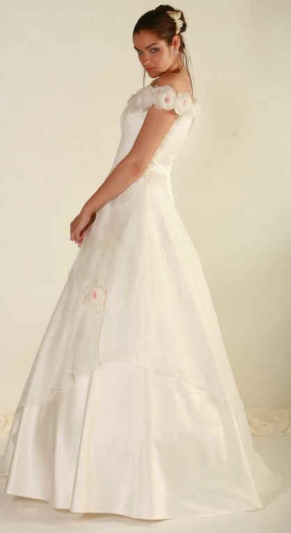 4326a81a8a3a Shalia Sposa. 100 abiti da sposa sotto i 500 Euro