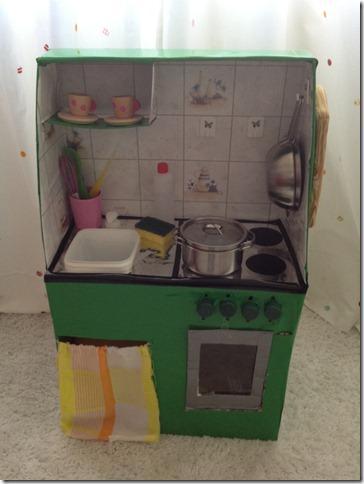 Giochi fai da te: come costruire una cucina per bambini con le scatole ...
