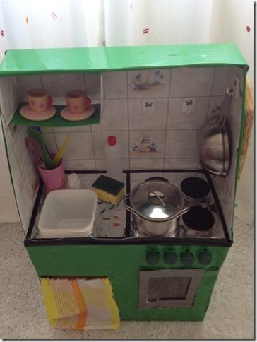 Giochi fai da te come costruire una cucina per bambini - Scatole in plastica ikea ...