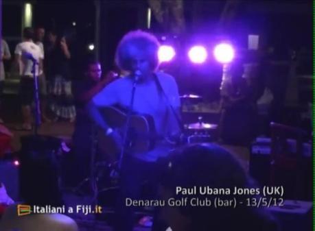 Paul Ubana Jones canta una versione vocale di Hoochie Coochie Man di Muddy Waters
