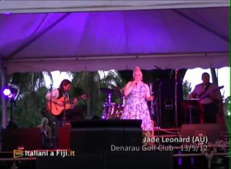 Jade Leonard e Nathan Slater eseguono Corcovado al Fiji International Blues & Jazz Festival