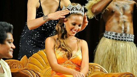 Torika Watters durante l'incoronazione di Miss World Fiji