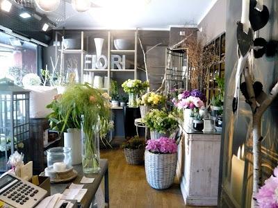 Interni negozio di fiori design casa creativa e mobili for Negozio di arredamento d interni