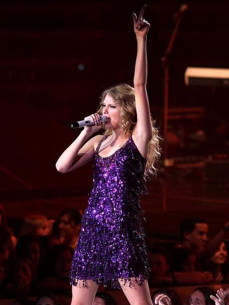 taylor_swift_purple_sparkly_dr