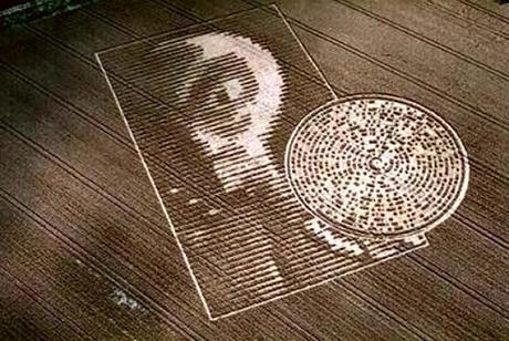 09-bradwood-faccia-alieno.jpg