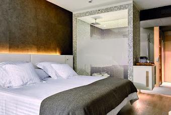 Arredamento design bagno doccia in camera da letto for Camera da letto in spagnolo