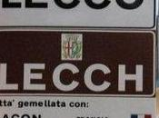 Lecco, Terra Insubre alla guerra cartelli lingua lombarda