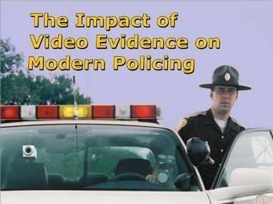Il poliziotto con la videocamera nel taschino