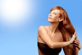 Cure naturali dei capelli esposti al sole