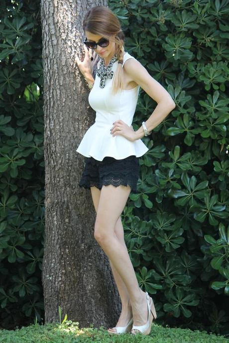 Top peplo e shorts in pizzo / peplum top and lace shorts