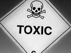 Interferenti endocrini: pesticidi cosmetici possono danneggiare testicoli