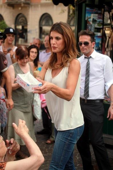 Elisabetta Canalis sul set di Giotto: a Gallarate succede un quarantotto (video)