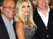 Spagna immensa, Italia grande, penosa. momento emozionate quando Paola Ferrari spostato capelli mostrando nuda spalla.
