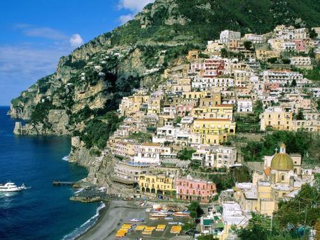 Campania, con Emilia e Toscana,le mete più cliccate dell'estate