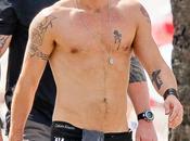 sexy Colin Farrell mette mostra fisico Janeiro