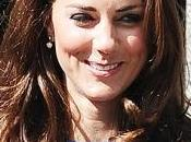 Kate Middleton sempre bella sorridente
