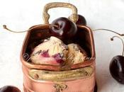 Gelato fatto casa ricotta, cioccolato ciliegie (Home made cream with chocolate cherries)