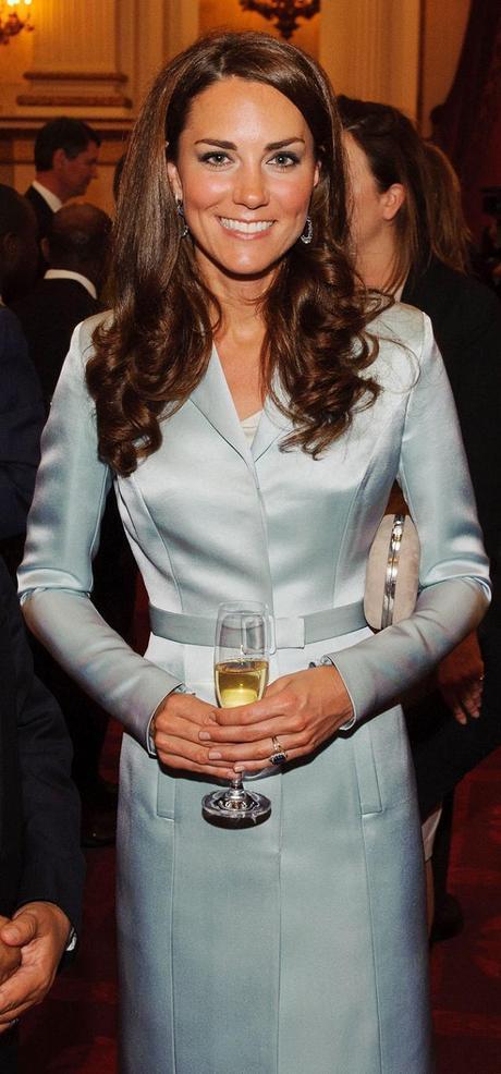 ACCESSORI   Kate Middleton sfoggia esclusivi orecchini Kiki McDonough alla cerimonia di apertura delle Olimpiadi