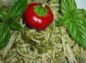 Spaghetti riso semintegrale senza glutine pesto nocciole, basilico peperoncino piccante