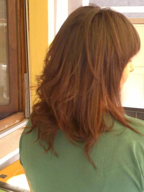 Taglio capelli lunghi donna con frangia piega liscia e ...