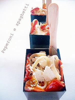 Peperoni e spaghetti in finger food