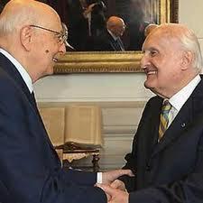 Analogie tra i comportamenti di Napolitano e Scalfaro e differenze rispetto ai politici stranieri