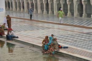 essay on india gate delhi