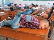 Incredibile dalla Cina: scuola dorme banco