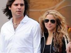 L'ex fidanzato Shakira chiede risarcimento milioni Euro