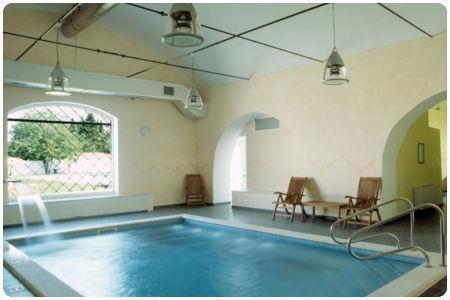 Un agriturismo con piscina coperta e l estate non finisce paperblog - Agriturismo piscina interna riscaldata ...