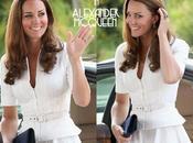 Fashion Icon| Kate Middleton Singapore sceglie Alexander McQueen completa look accessori Stuart Weitzman