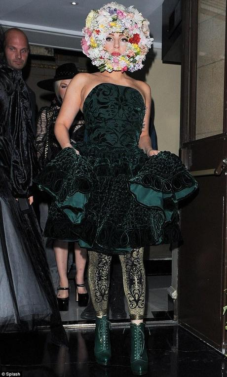 LADY GAGA INGRASSATA ALLA LONDON FASHION WEEK 2012