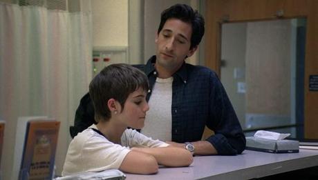 una immagine di Adrien Brody con Sami Gayle Henry Barthes con Erica 2 620x353 su Detachment: Quei Luoghi Oscuri Dove Comincia il Nostro Distacco