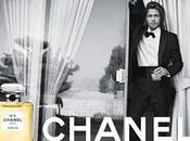 Chanel n°5: Brad Pitt alla toilette