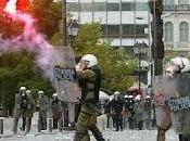 Grecia, manifestazioni scontri dire agli squali dell'alta finanza