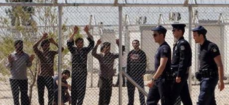 La Grecia si riscopre xenofoba