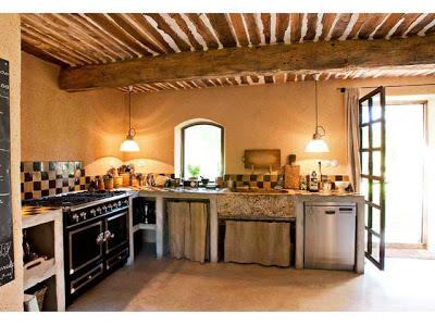 Un casale in stile provenzale paperblog - Cucine senza pensili sopra ...