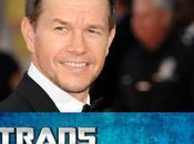 Michael ricambia carte tavola Transformers Mark Wahlberg