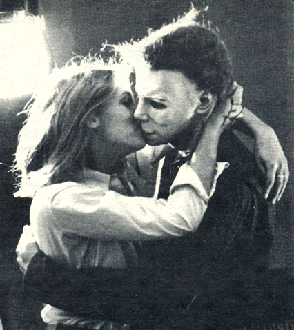 Michael Mayers bacia Laurie: Halloween Offscreen