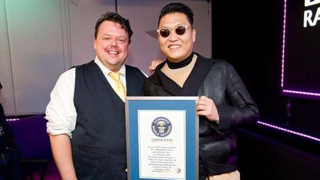 Gangnam Style: Guinness World Records e flash mob