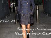 look Victoria Beckham Burberry all'aereoporto Londra