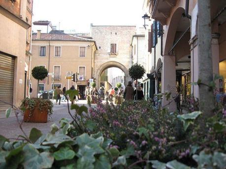 Il mercato immobiliare di padova paperblog for Mercato antiquariato padova