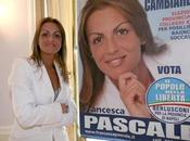 Berlusconi fidanzato ottanta minuti ammorbato italiani verità. Silvio canta, suona compra. Sempre.