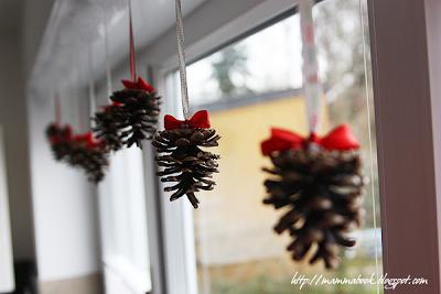 Natale decorare con le pigne paperblog - Decorazioni natale pigne ...